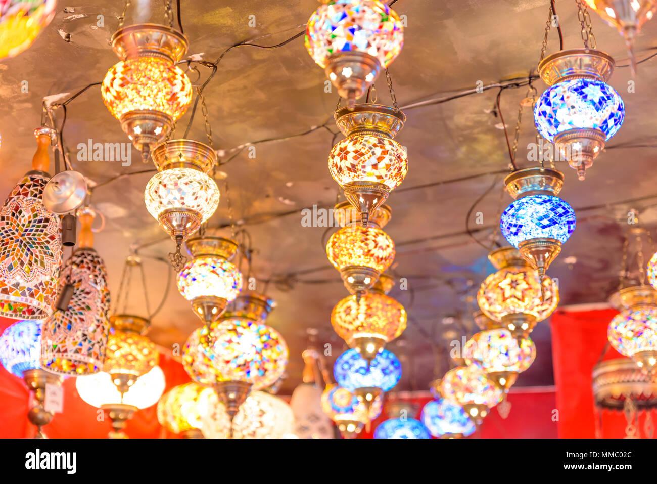 Colorato tradizionale artigianale di bagno turco lampade e
