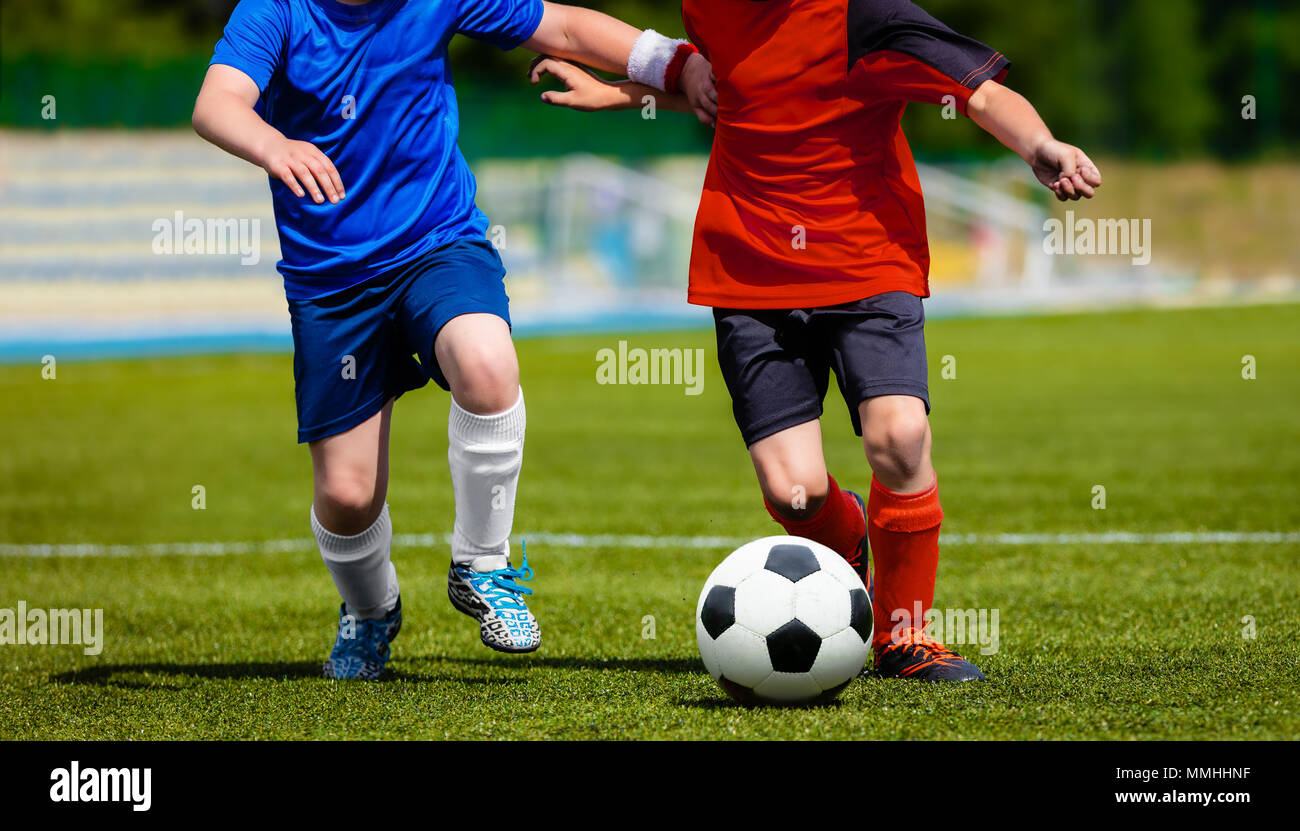 Immagini Di Calcio Per Bambini : I ragazzi che giocano a calcio partita di calcio bambini i