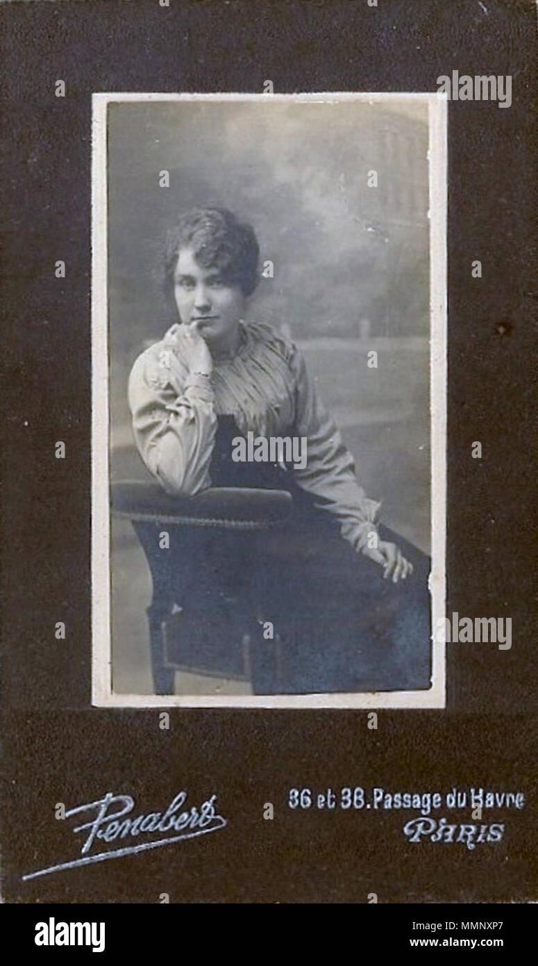 037a89890d Inglese: Ritratto di una giovane donna seduta su una poltrona, intorno al  1895 .