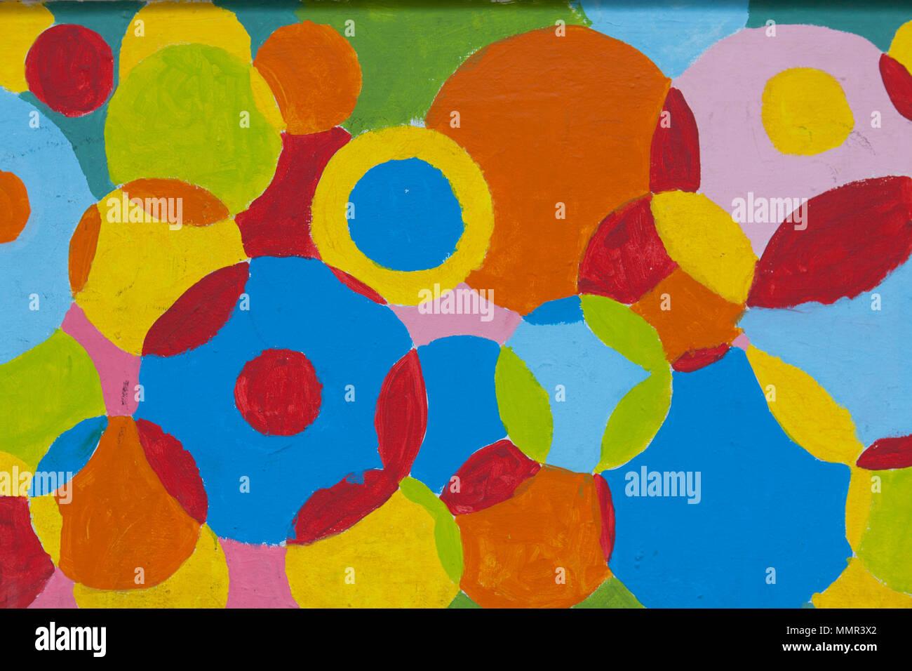 Strada colorata arte pittorica di forme sulla parete Immagini Stock