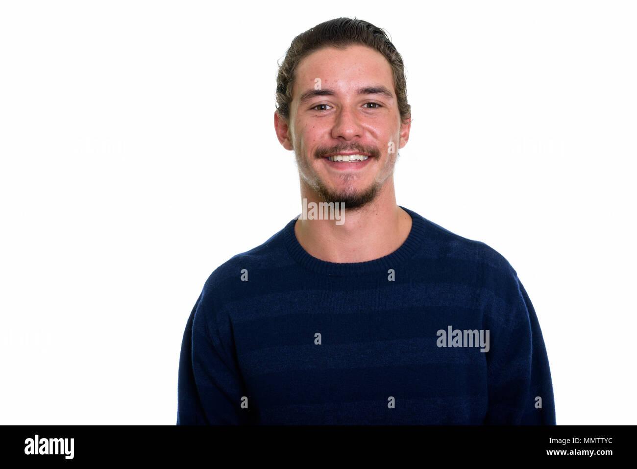 Giovane uomo felice sorridente isolata contro backg bianco Immagini Stock c6cc1ec31e1d