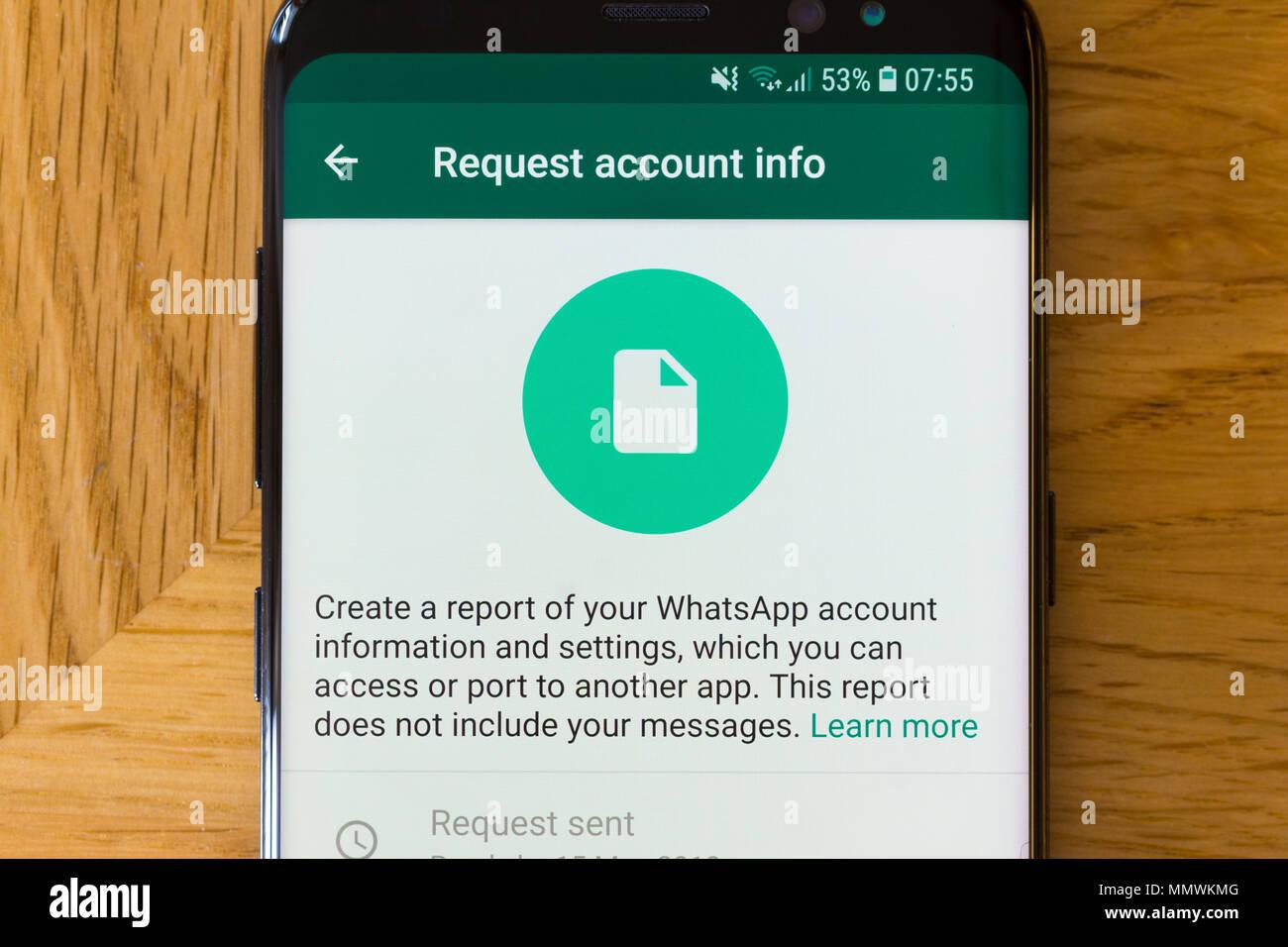 Il 'Richiedi Info Account' pagina per le app Whatsapp su uno smartphone Immagini Stock