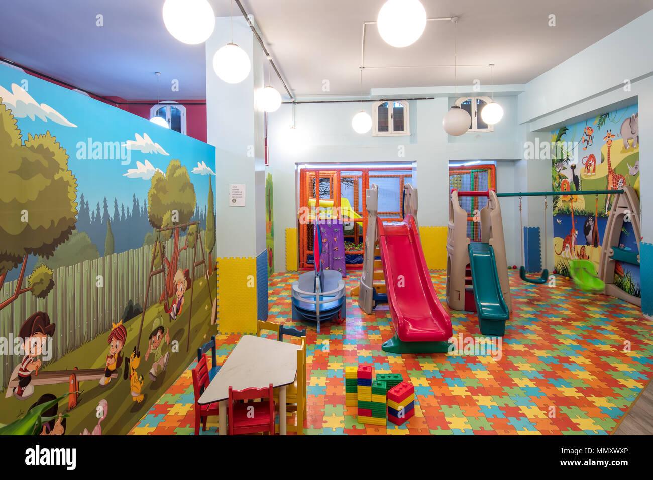 Sala Giochi Per Bambini : Istanbul turchia 30 aprile 2018; parco giochi per bambini nel