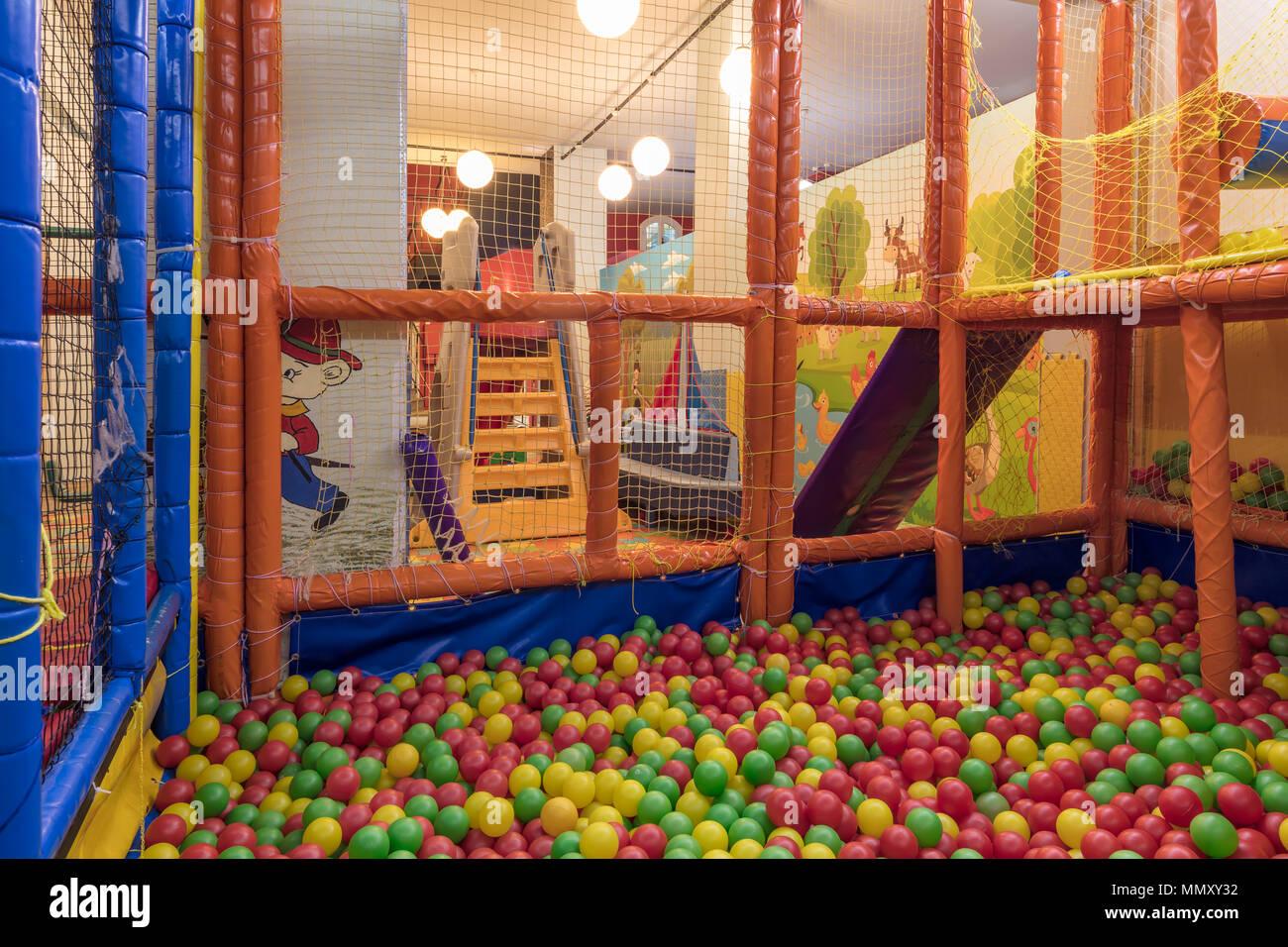 Sala Giochi Per Bambini : Murales sala giochi per i bambini del gemelli art youtube