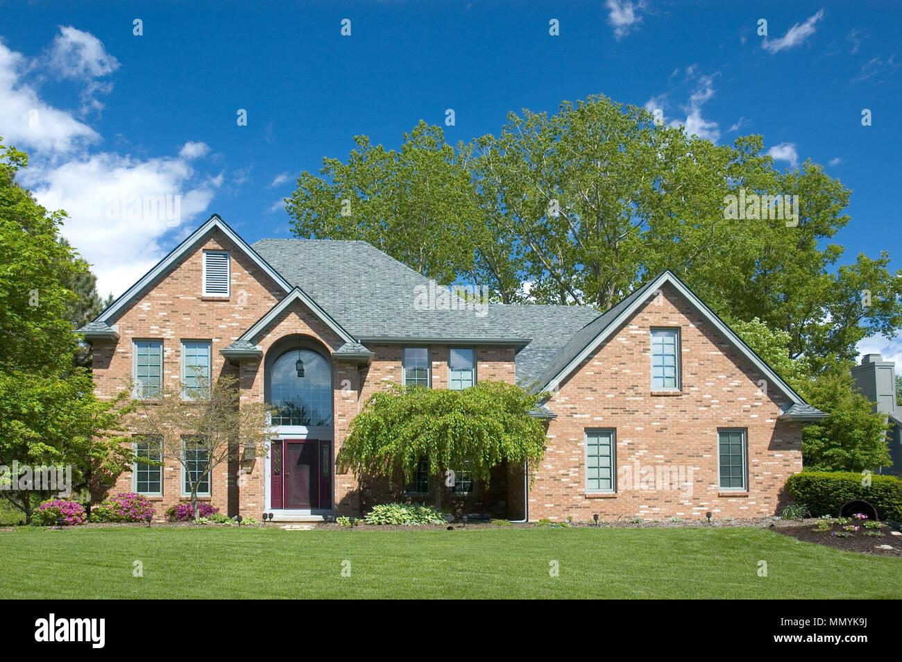 Case A Due Piani bella brown a due piani di nuova casa. una tipica casa nei