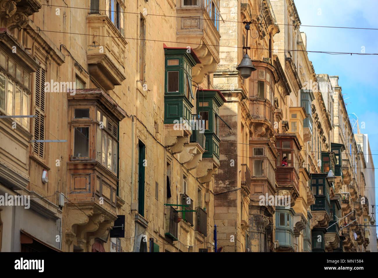 Malta, La Valletta, tradizionali edifici in pietra arenaria con ...