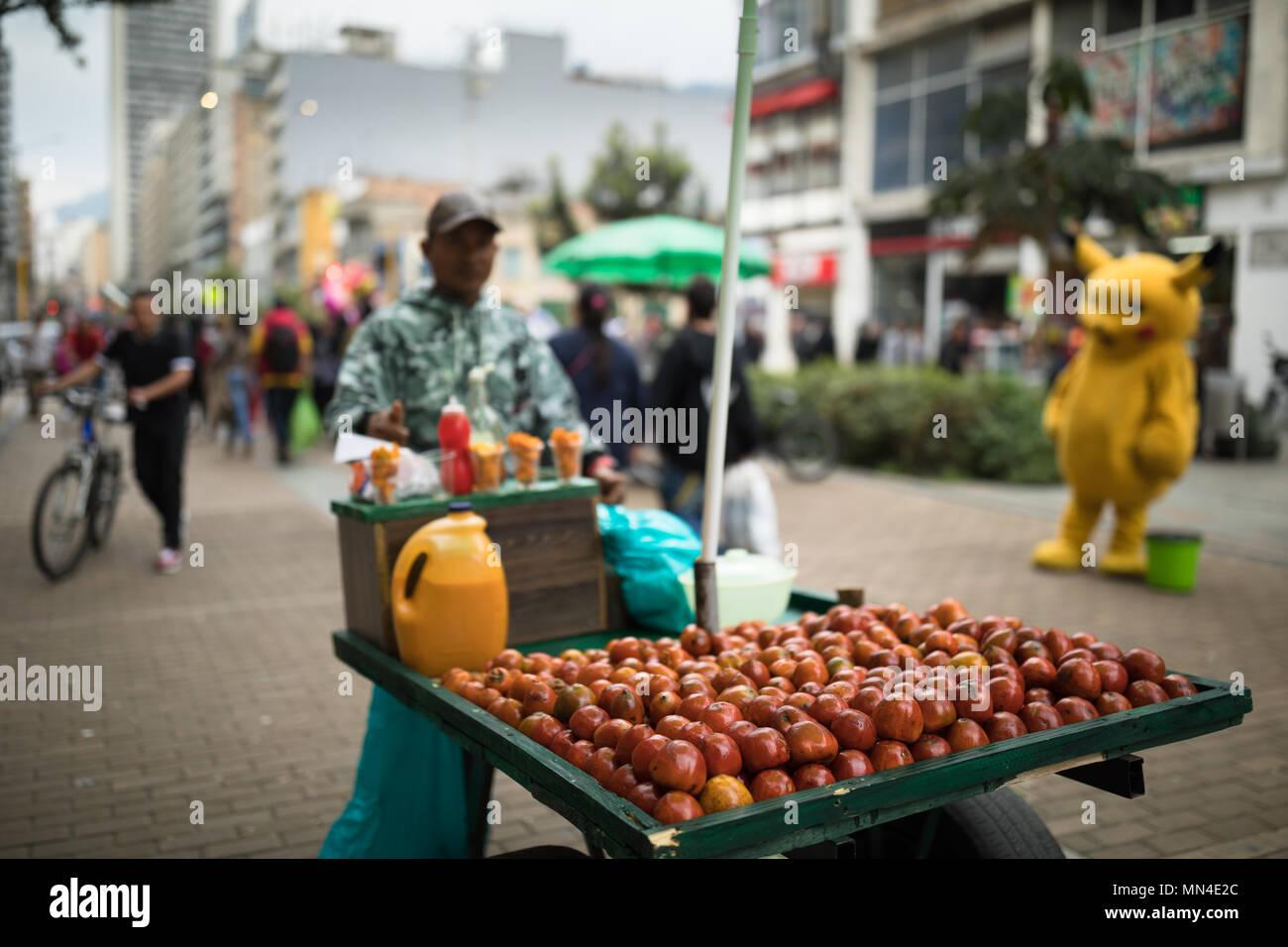 Frutti per la vendita in Plaza de Bolivar, Bogotà, Colombia Immagini Stock