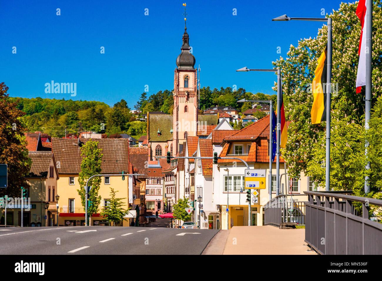 Splendida vista panoramica della città vecchia di Tauberbischofsheim - parte della strada romantica, Baviera, Germania Immagini Stock
