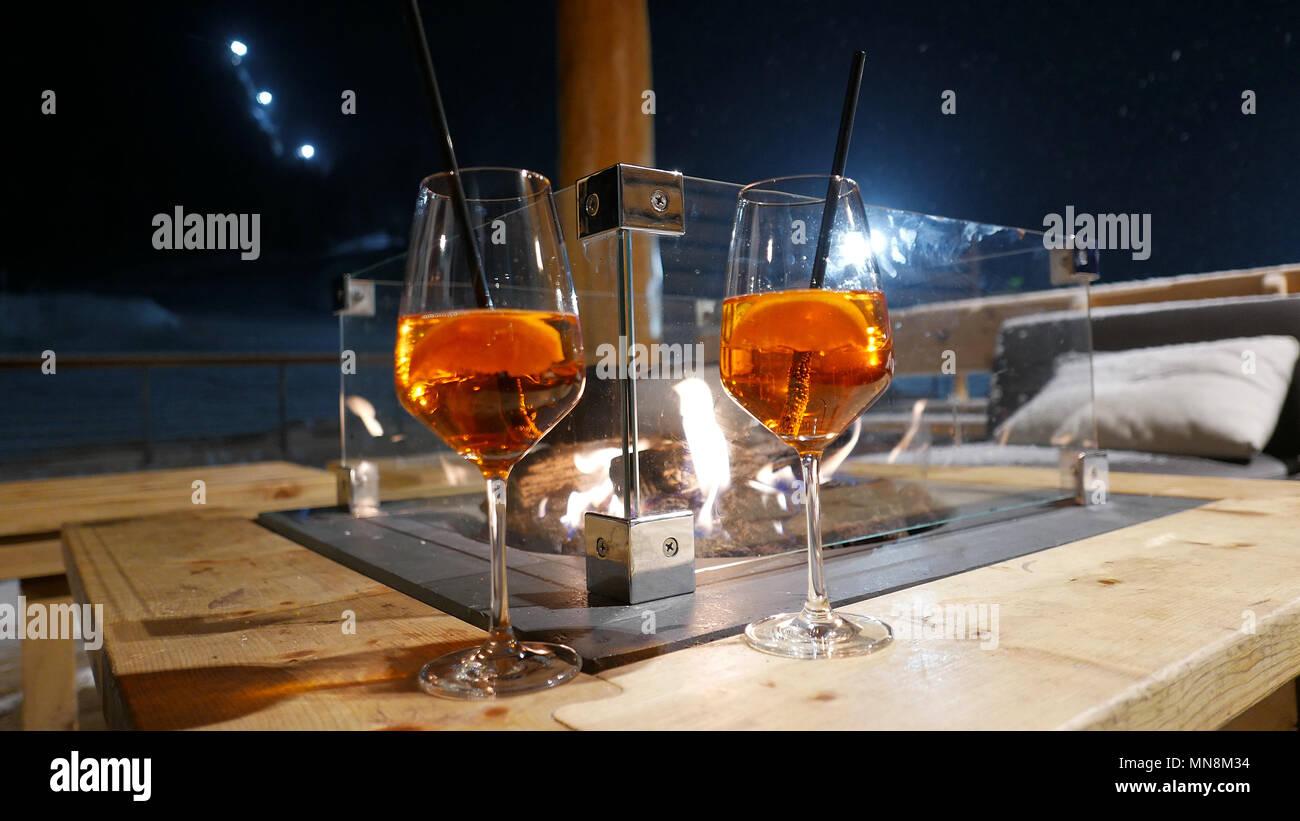Arancione Due Bicchieri Di Vino Con Aperol Spritz Bevande E