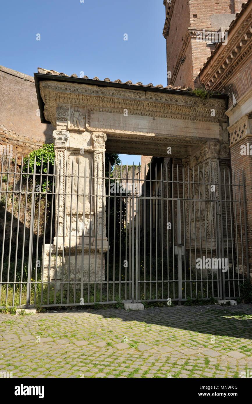 Italia, Roma, Foro Boario, Foro Boario, arco degli argentari, arco romano vicino a San Giorgio in Velabro Immagini Stock