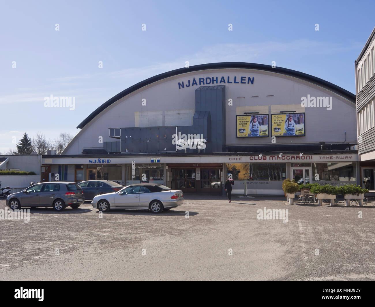 Njårdhallen,un'arena sportiva al coperto nei sobborghi occidentali di Oslo Norvegia, usato per essere un concerto arena come pozzo costruito ca 1960 Immagini Stock