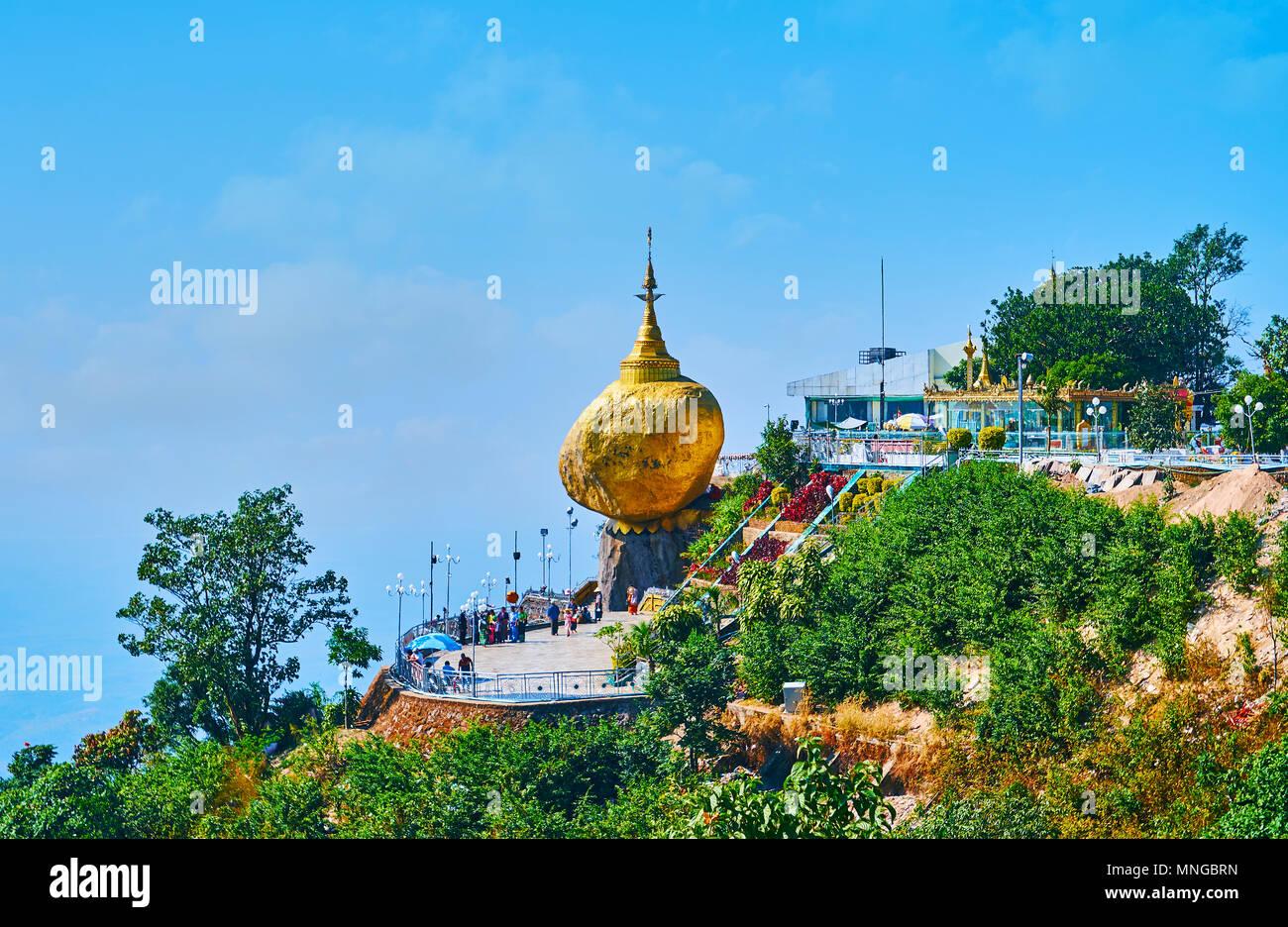 d389b32fd04d Il Golden Rock famosa anche come Kyaiktiyo Pagoda è uno dei più importanti  di pellegrinaggio buddista