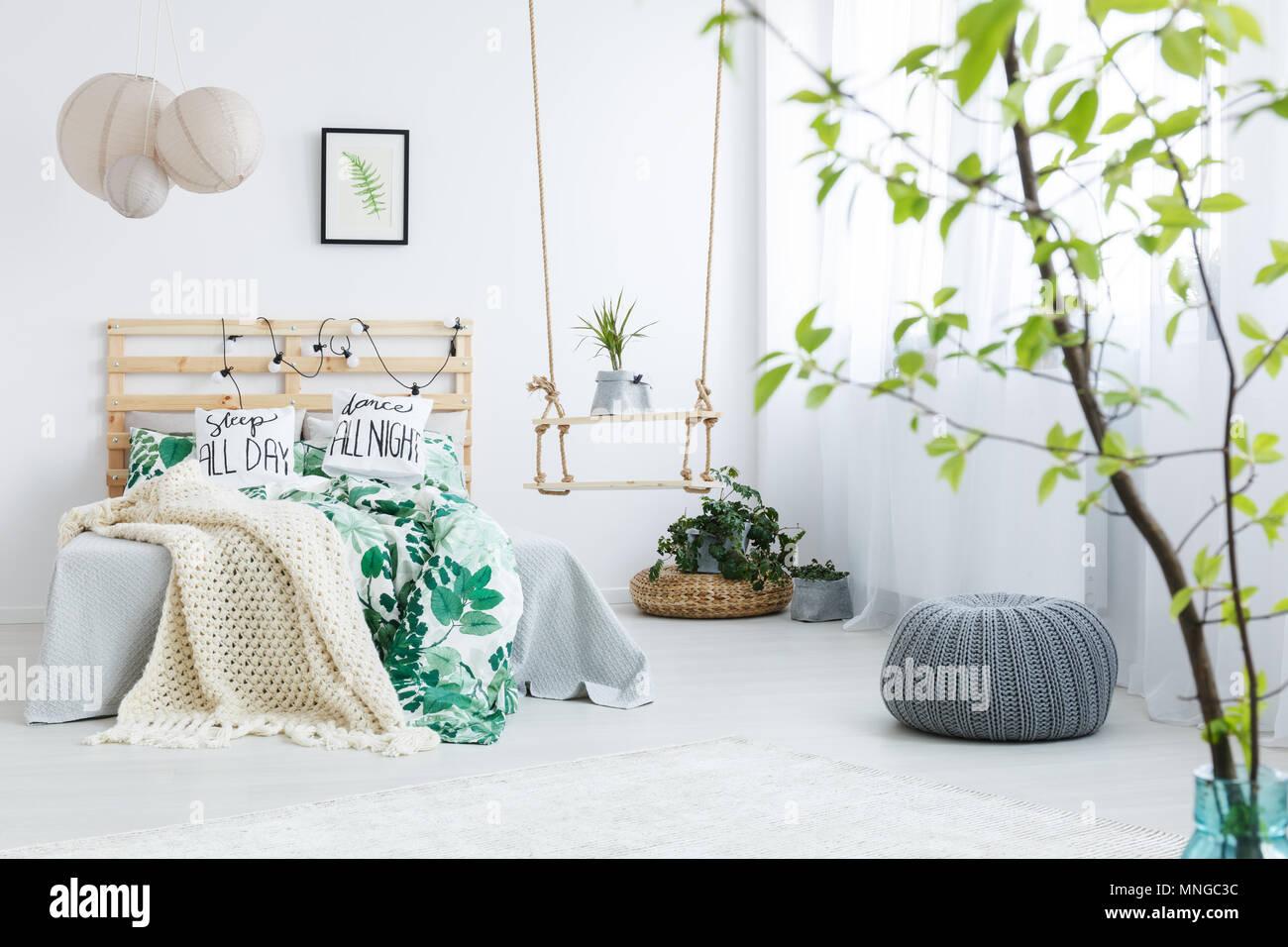 Pianta Camera Da Letto Matrimoniale : Camera da letto con il grigio pouf piante letto matrimoniale