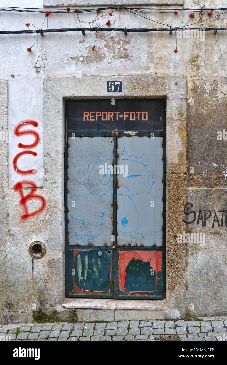 Abbandonata la fotografia store denominata Relazione-foto. Covilhã, Portogallo Immagini Stock
