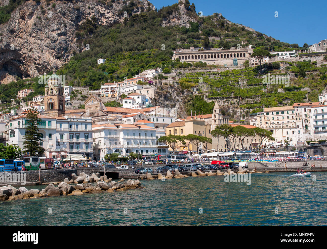 Amalfi, Italia - 13 Giugno 2017: vista di Amalfi. Amalfi è una ...