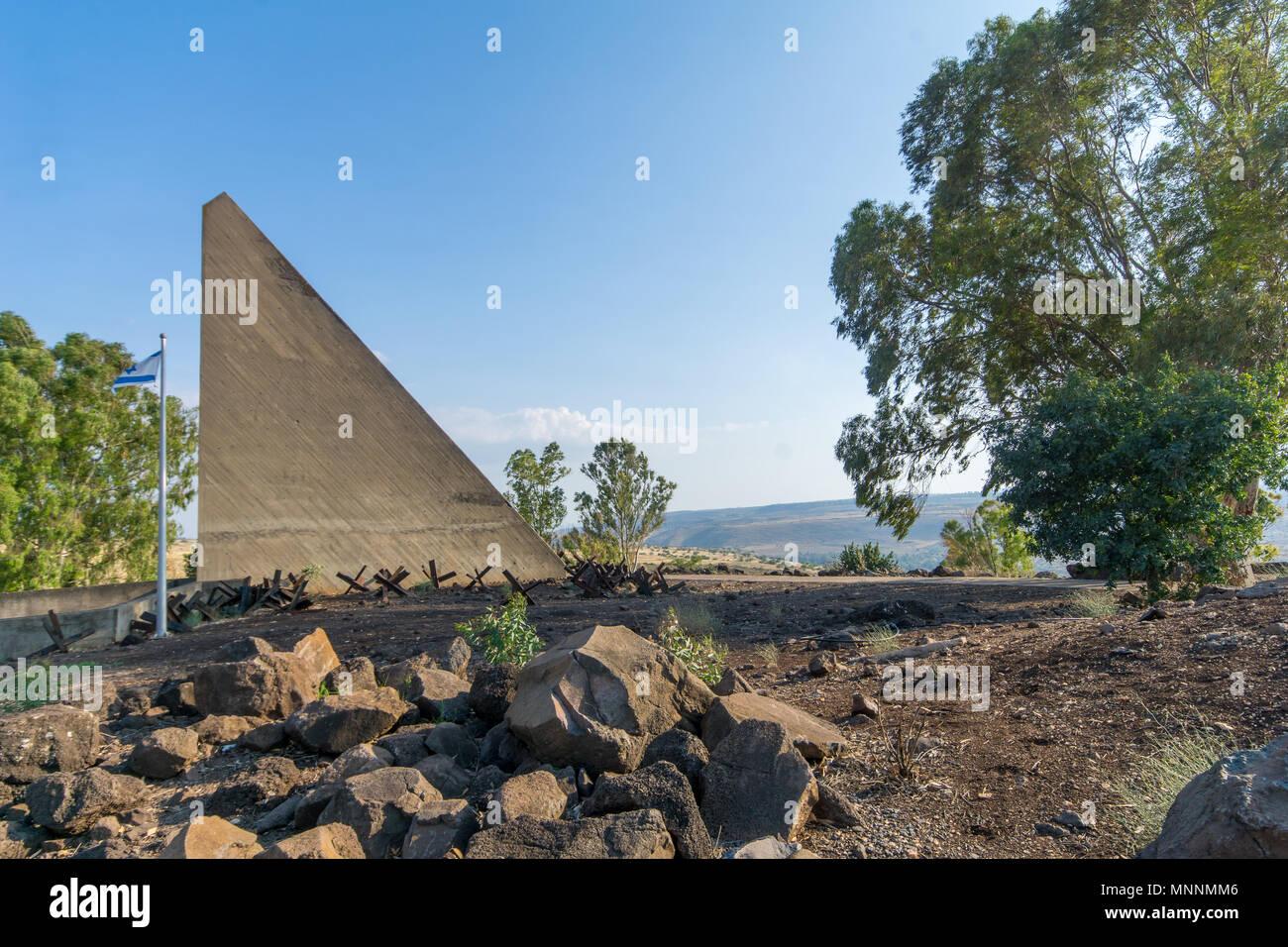 GADOT, Israele - 14 Maggio 2018: memoriale per i soldati di Alexandroni (Golan) Brigata, in Gadot lookout, le pendici delle alture del Golan, settentrionale è Foto Stock