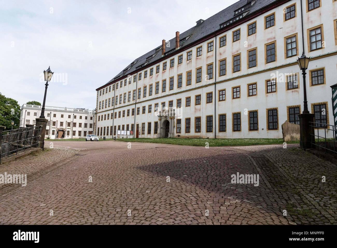 17 maggio 2018, Germania, Gotha: la sezione centrale del palazzo Friedenstein. Friedenstein Palace è uno dei meglio conservati monumenti architettonici dal barocco. Ernest I, Duca di Sax-Gotha a Gotha (1601 - 1675), costruito la residenza tra 1643 e 1654. Questo anno il Palace Days si svolgerà dal 18 al 21 maggio 2018. Foto: Carsten Koall/dpa Immagini Stock