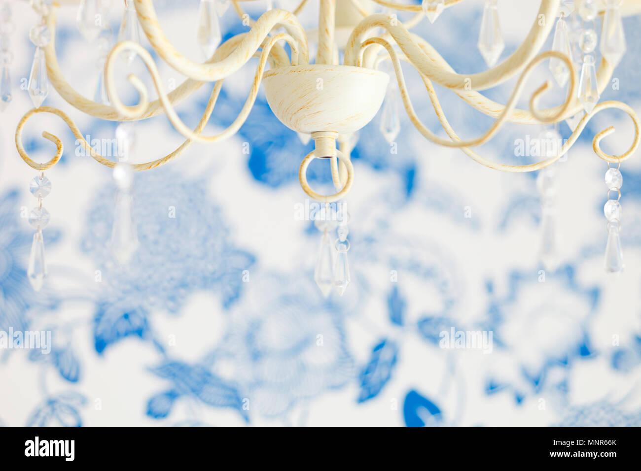 Camere Da Letto Arredate Vintage : Primo piano della lampada vintage in camera da letto arredata con