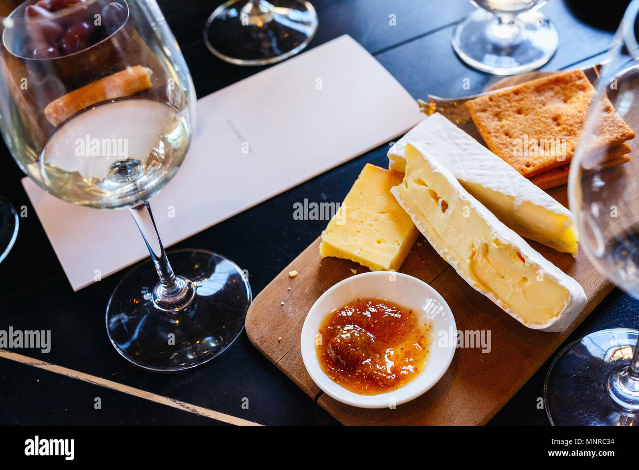 Vino e degustazione di formaggi in Sud Africa estate in Western Cape regione viticola Immagini Stock