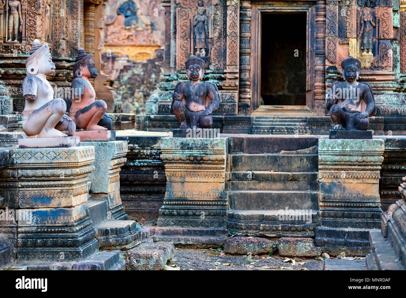 Bellissimo il Banteay Srei sculture del tempio di Angkor area archeologica in Cambogia Immagini Stock