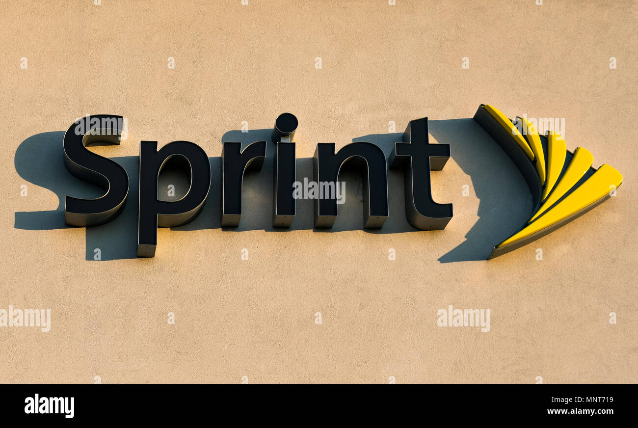 Il logo Sprint sulla parte esterna di un negozio, Mount Laural, New Jersey, USA. Immagini Stock