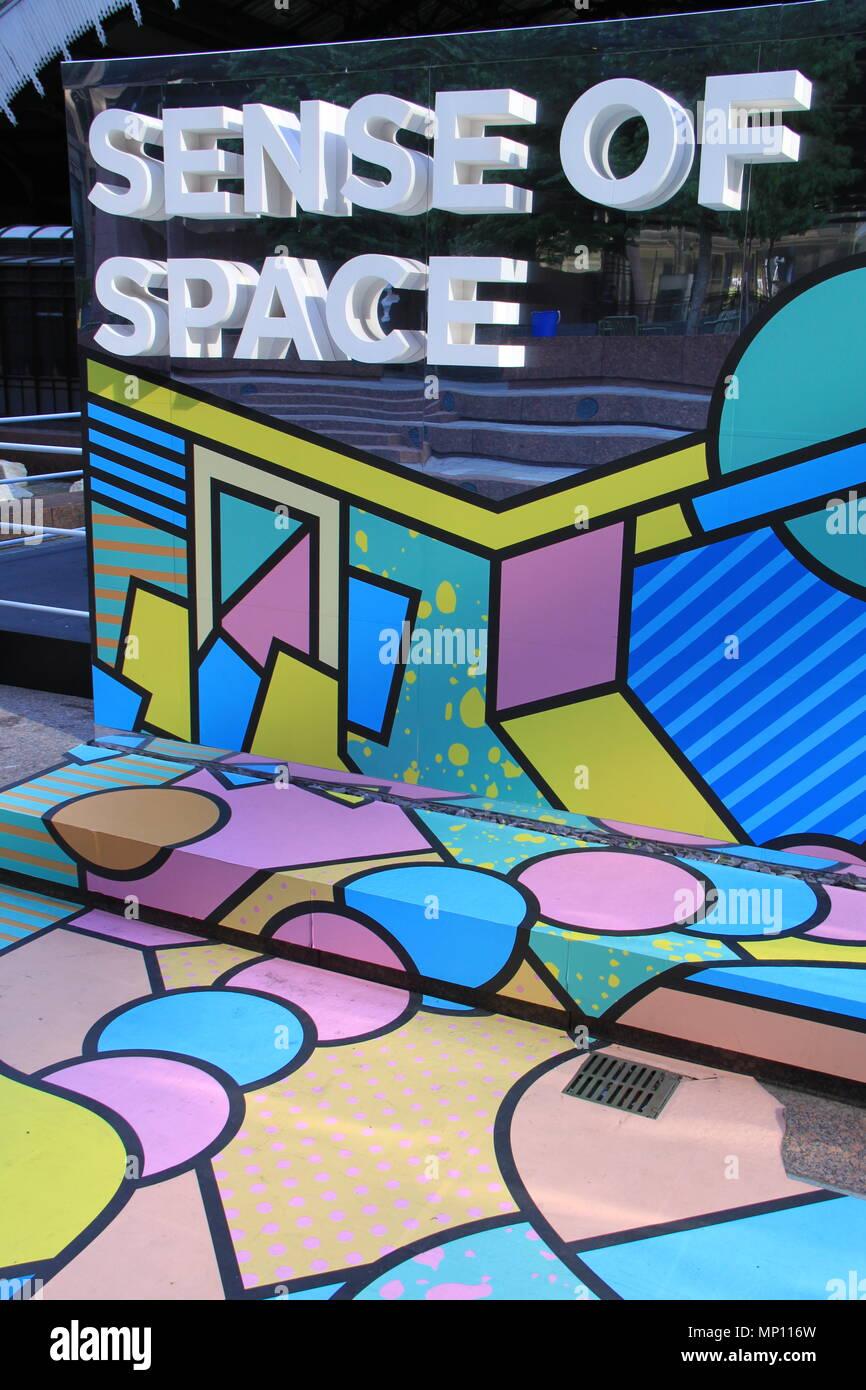 Senso di spazio: libera installazione artistica stimolante umano percezioni sensoriali in Exchange Square, Broadgate, Londra, Inghilterra, Regno Unito, Peter Grant Immagini Stock