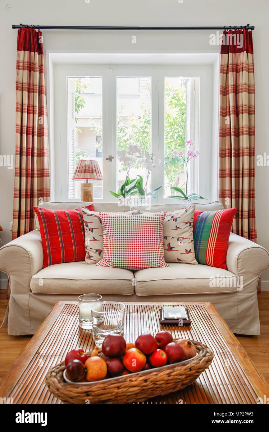 Dettaglio di un salotto interno, inglese - in stile country con ...