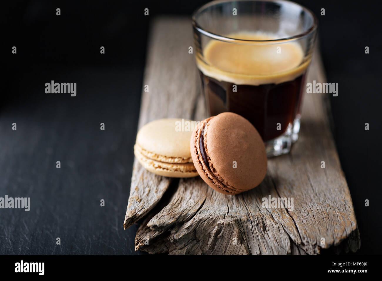 Cioccolato e caffè macarons Immagini Stock