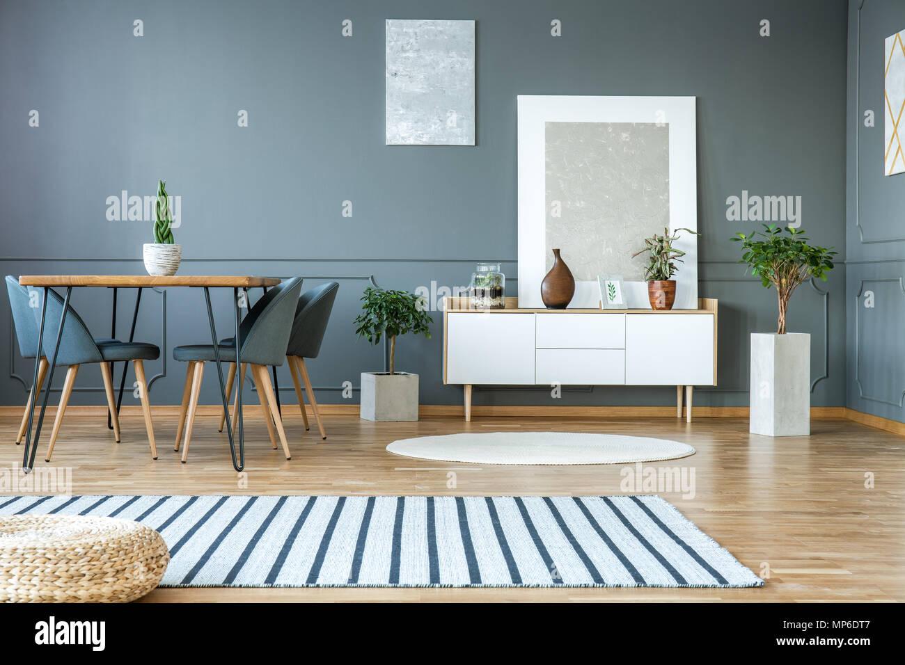 Credenza Moderna Sala : Pittura moderna permanente sulla credenza bianco con decorazioni e