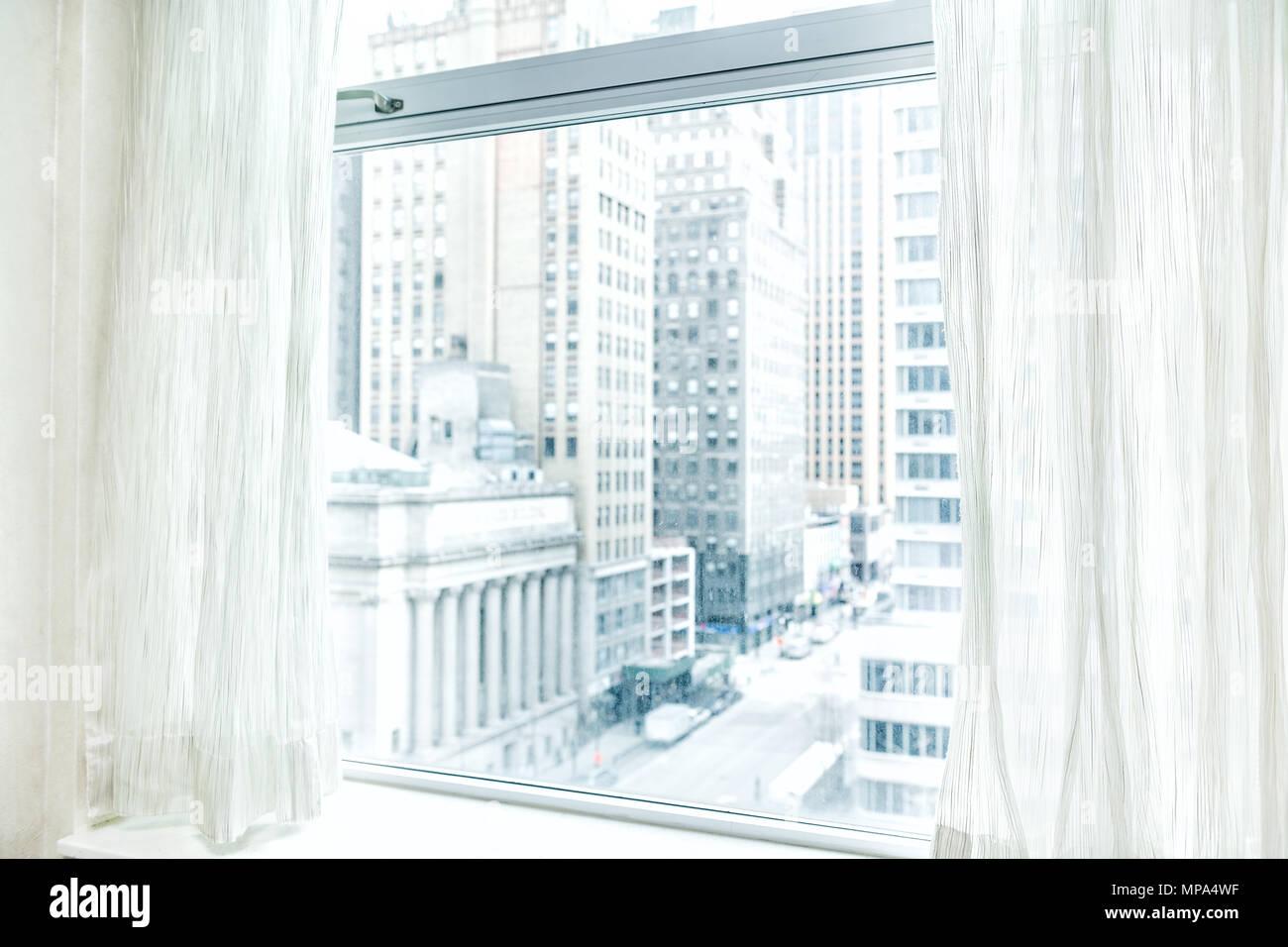 I Ciechi Della Finestra Le Tende Con Vista Guardando Al Midtown New
