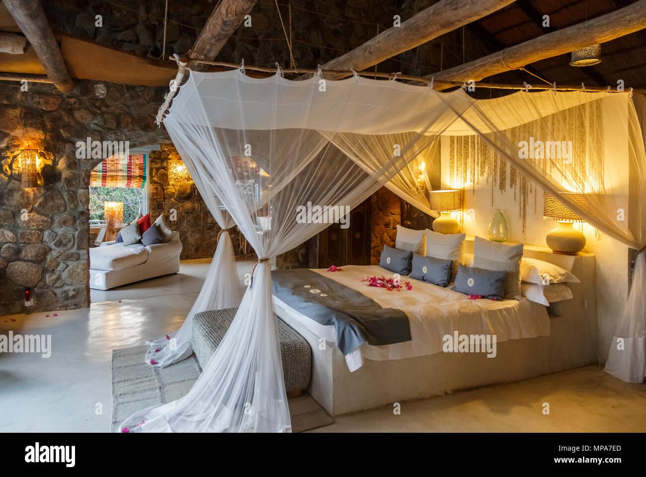 Decadent bed immagini decadent bed fotos stock alamy - Zanzariere da letto ...