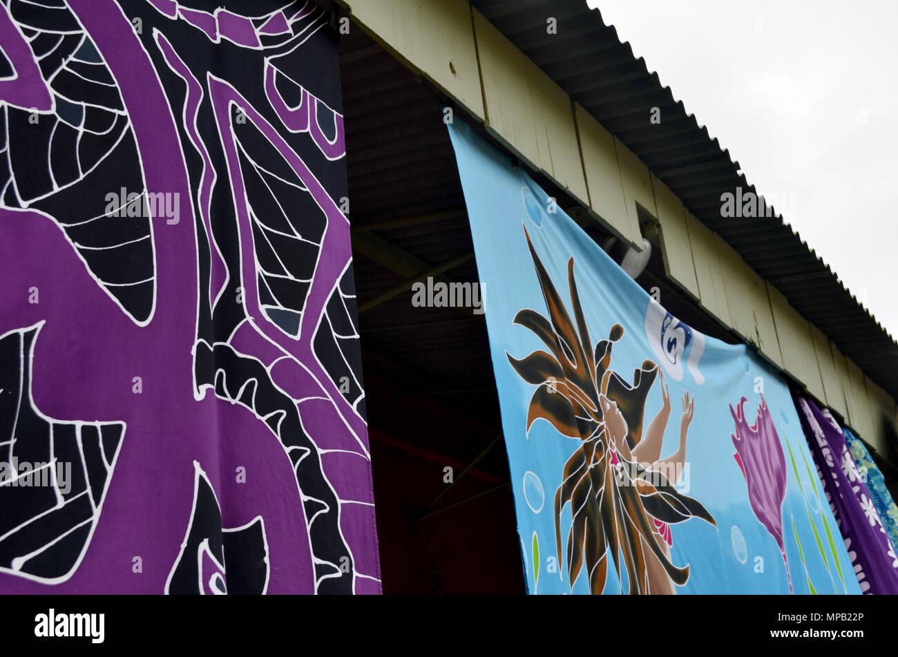 Sarong colorato materiale in sospensione da costruire Immagini Stock