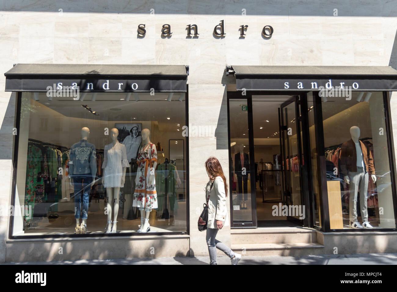 vendita calda online 0dfbb 51f7c Sandro negozio di abbigliamento vetrina a Parigi, Francia ...