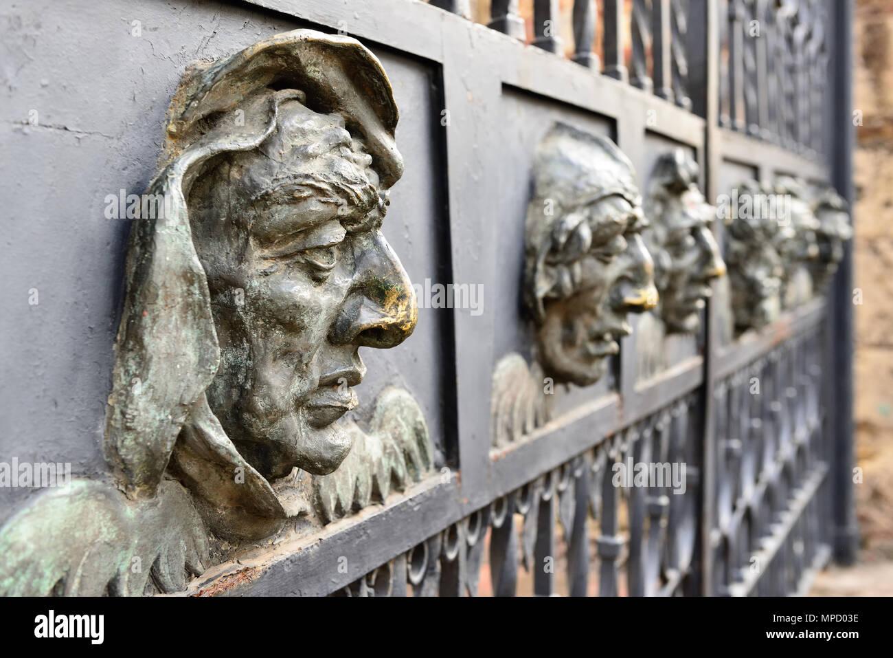 Dettaglio faccia di ferro dal recinto della Cattedrale di Santa Maria la Menor la più antica cattedrale nelle Americhe a Santo Domingo, Repubblica Dominikan Immagini Stock