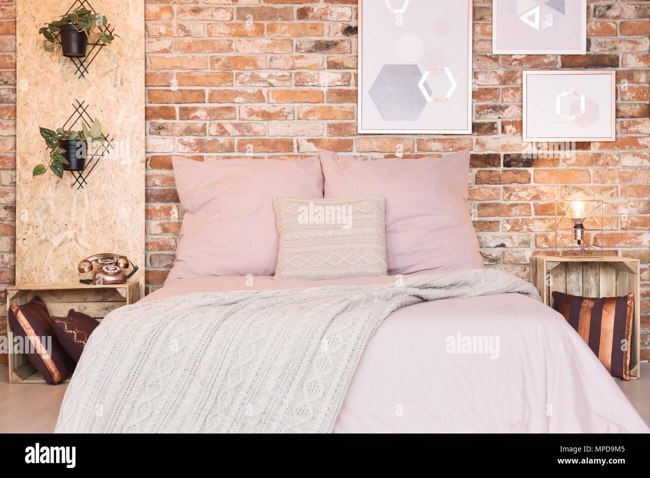 Camera Da Letto Matrimoniale Soppalco : Camera da letto soppalco con letto matrimoniale e polverosa una