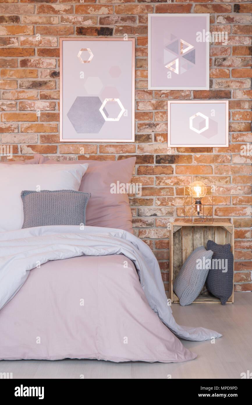 Camera da letto con la moderna decorazione murale, bed and ...
