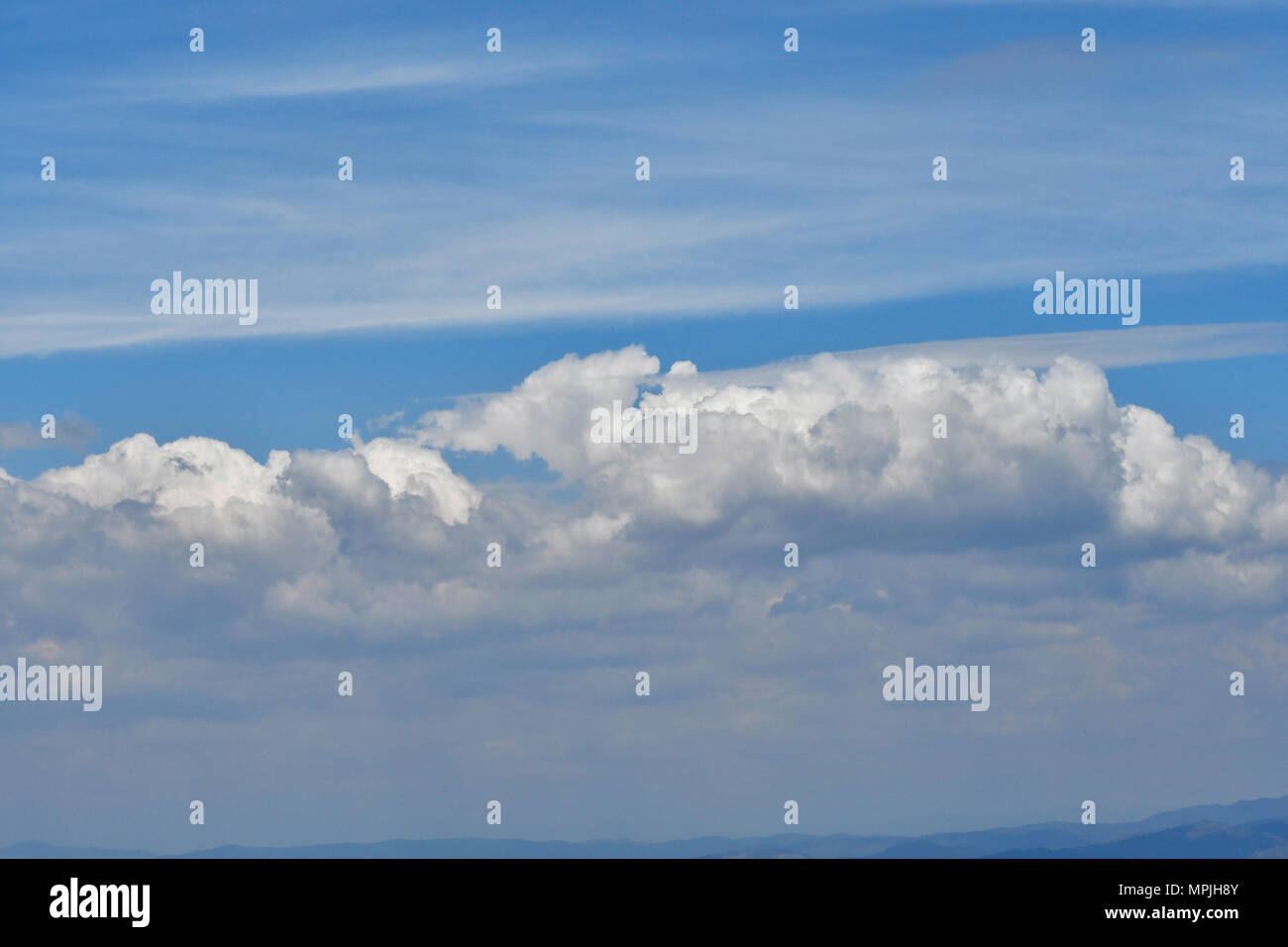 Nubes en cielo azul. Immagini Stock