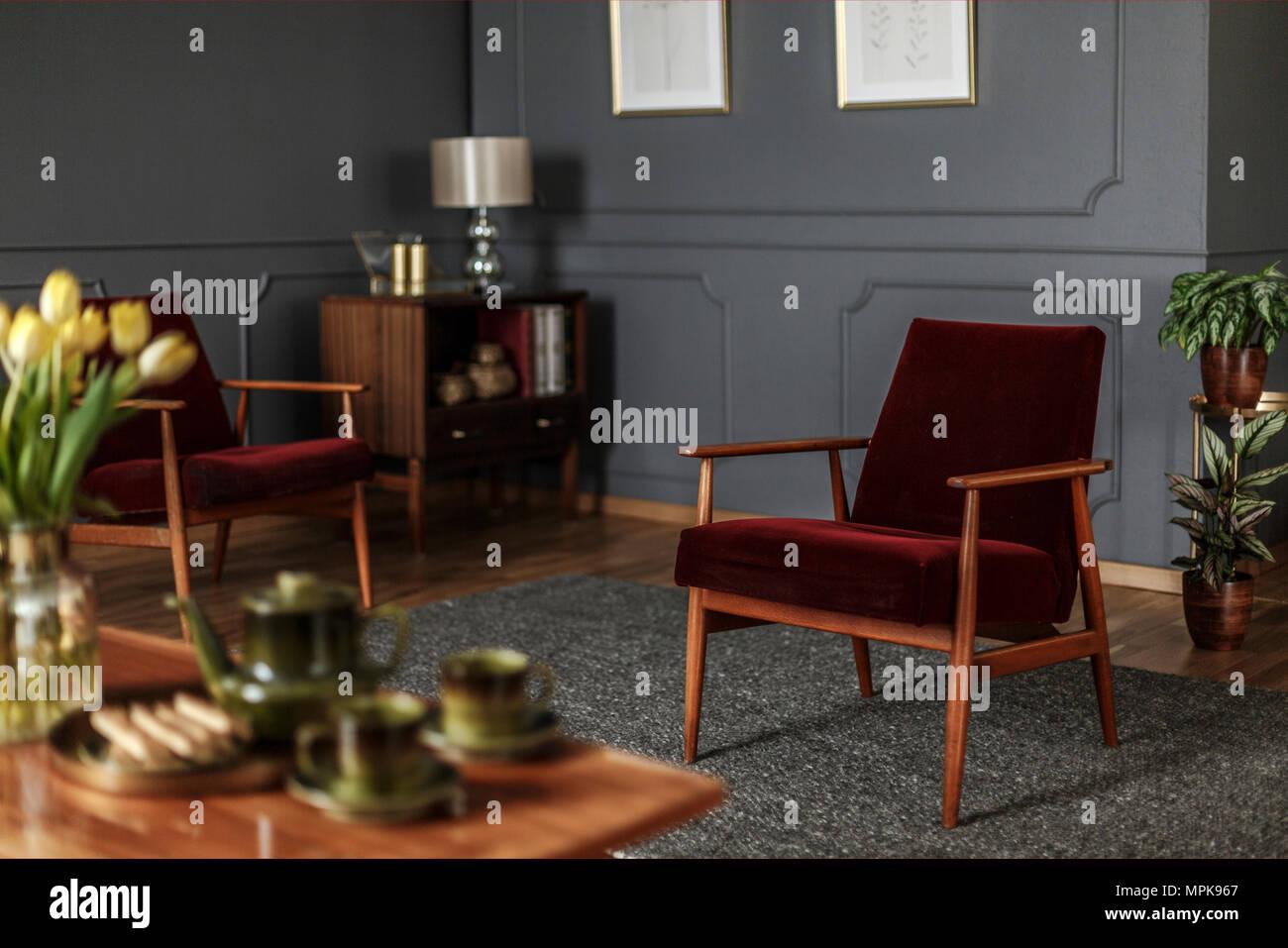 Colore pareti soggiorno con divano rosso color grigio dipingere