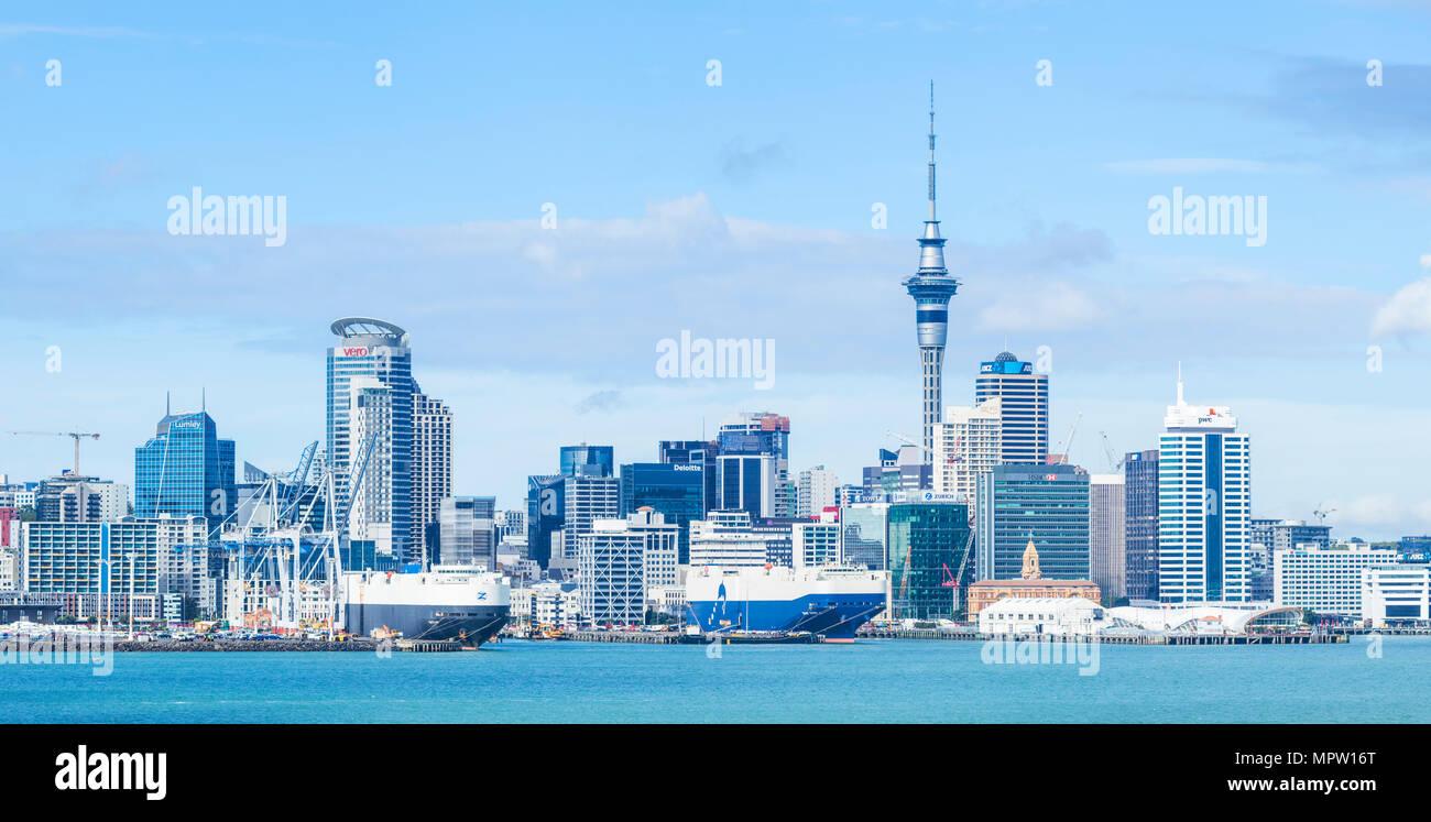 Nuova Zelanda Auckland Nuova Zelanda Isola del nord dello skyline di Auckland Waitemata Harbour panorama di cbd Sky Tower e la zona del molo del lungomare Immagini Stock
