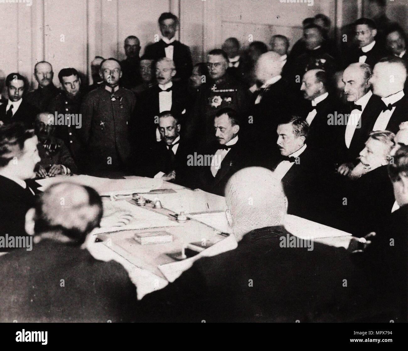 La firma del Trattato di Brest-Litovsk nella fortezza di Brest-Litovsk, Marzo 3, 1918, 1918. Immagini Stock