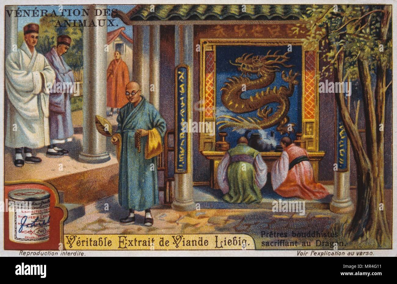Leibig mostrando i buddisti cinesi in preghiera in un drago adornata santuario 1900 Immagini Stock