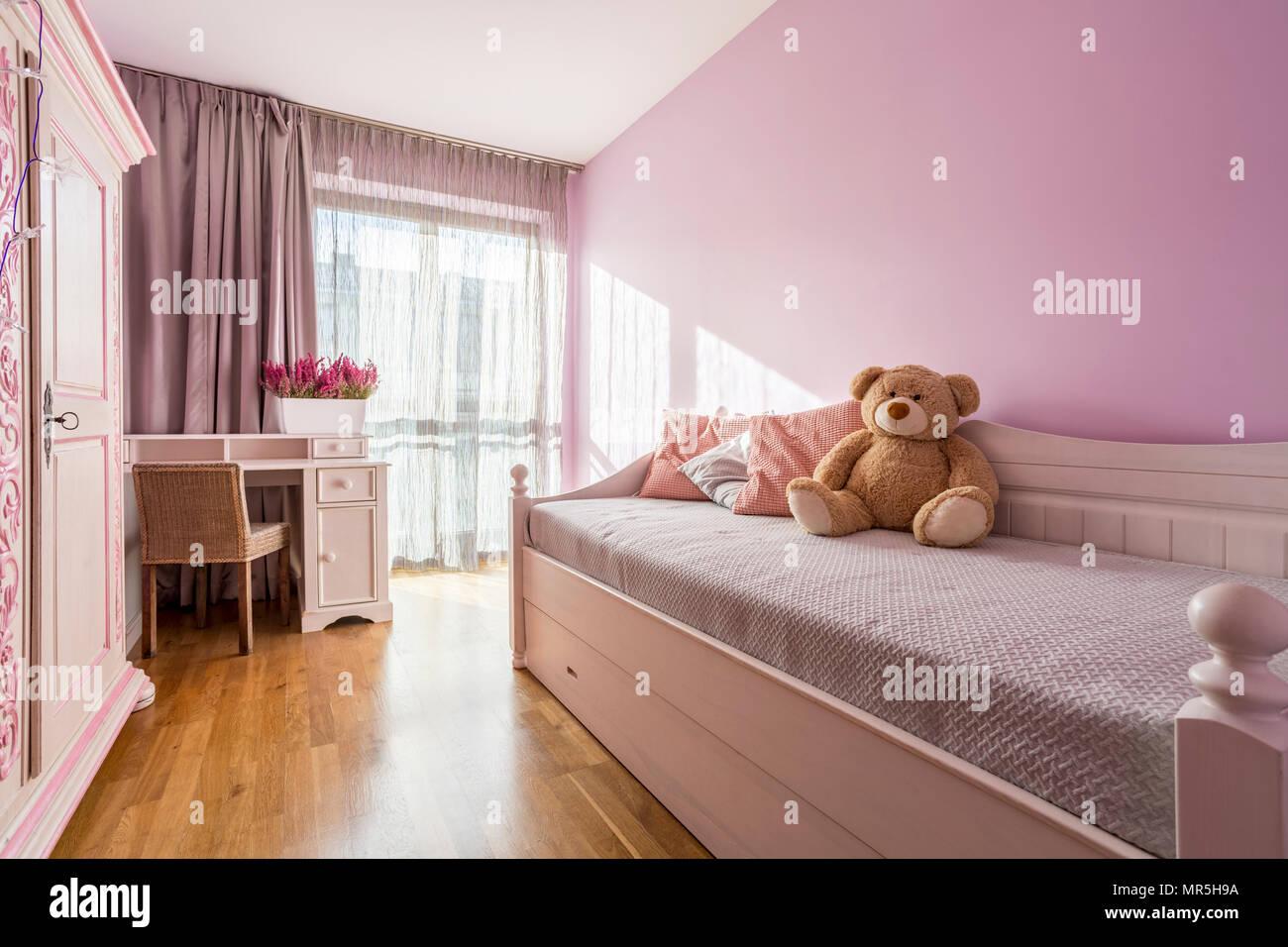 Dipingere Camera Da Letto Lilla : Camera da letto lilla immagini & camera da letto lilla fotos stock