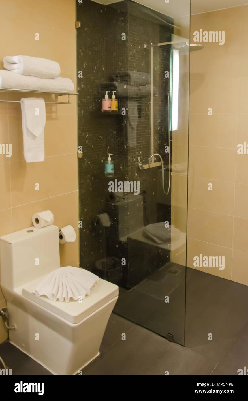 Arredamento moderno bagno doccia Foto & Immagine Stock ...