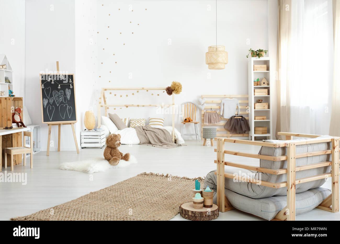 Camera Per Ragazzi Fai Da Te : Camera moderna e spaziosa camera per ragazzi con poltrona