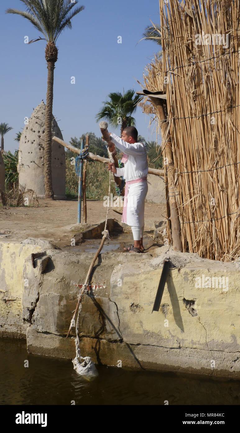 Replica Di Un Antico Villaggio Egiziano Con Un Shadoof O