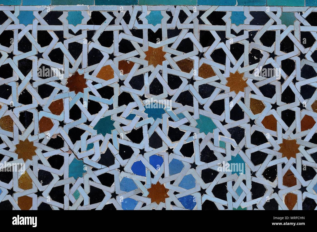 Mosaico a una facciata della vecchia casa di fez marocco con
