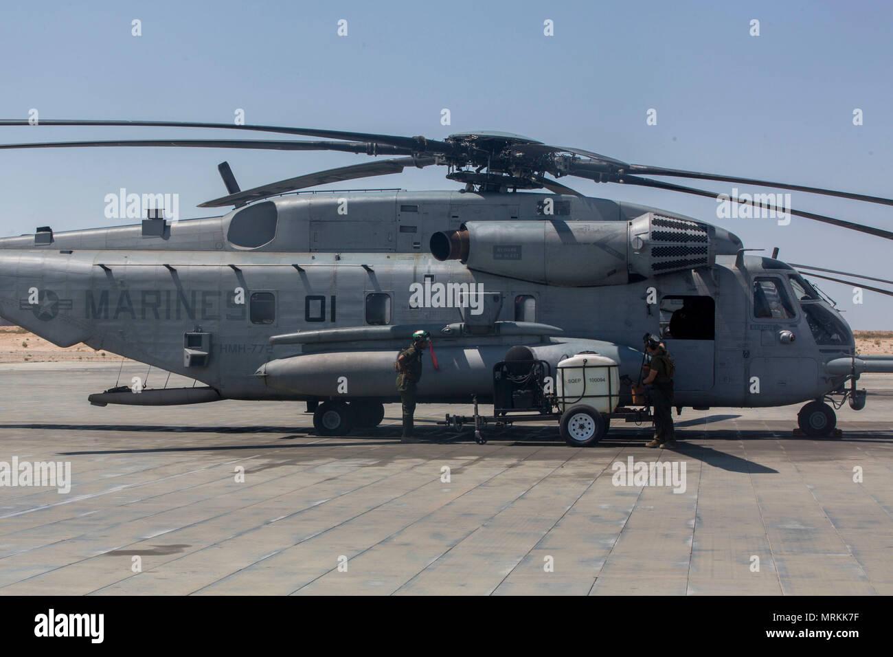 Elicottero Quarto : Stati uniti marines con marine elicottero pesante squadron