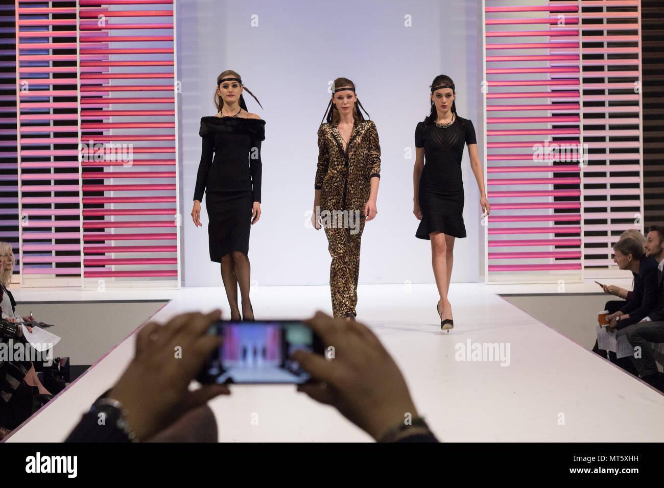 Sfilata di moda alla moda mostra Immagini Stock