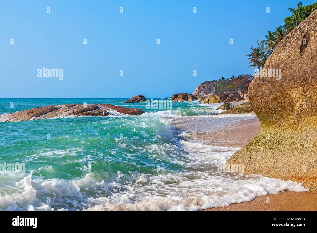 Mattina di sole sulla spiaggia di Lamai. Isola di Samui. Thailandia. Immagini Stock