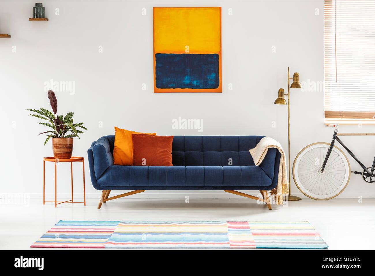 Divano arancione pareti voglia di mareu2026 blog for Divano blu colore pareti